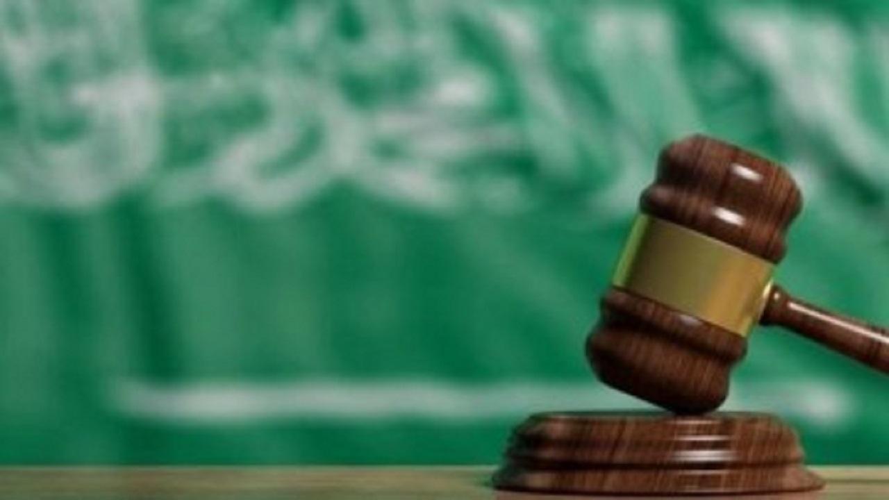 معاناة أرملة مواطن لإثبات حق ابنها في الميراث