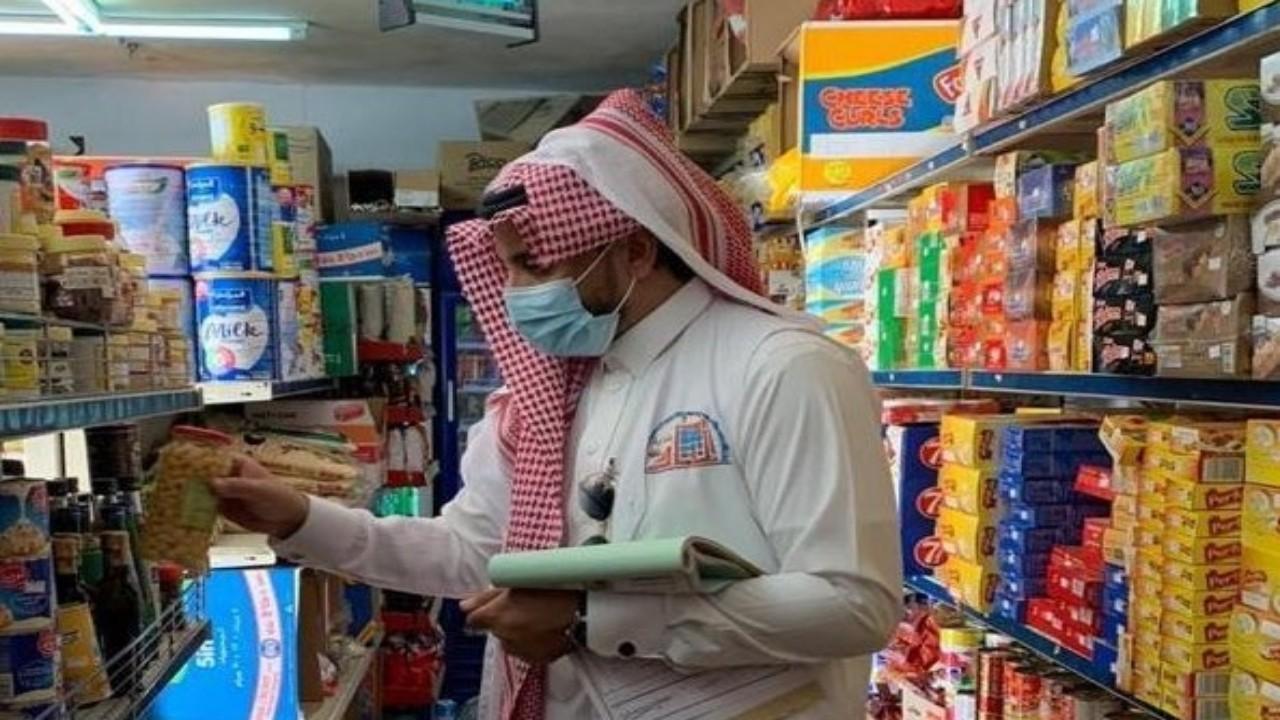 إغلاق منشأة غذائية في عسير بعد رصد عدة مخالفات