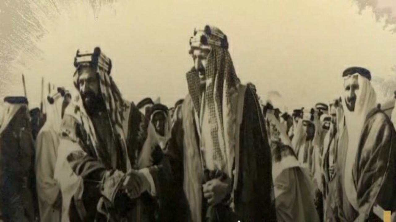 شاهد..الزيارة الأولى للملك عبدالعزيزلمقر شركة أرامكوومنشآتها بعد اكتشاف النفط