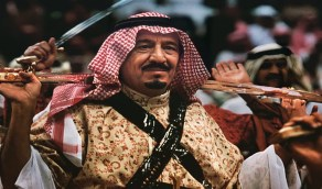 صورة للملك سلمان خلال مشاركته في العرضة قبل 17 عاما