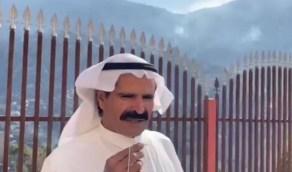 """صاحب المنزل المطل على جبل تنومة يكشف تفاصيل الحريق المروع """"فيديو"""""""