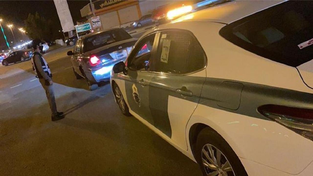 فيديو يوثق قائد مركبة يدخل على السيارات بشكل همجي بالطائف.. وإدارة المرور تعلق