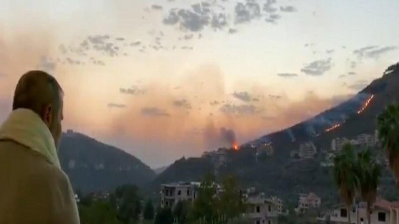 """بالفيديو.. جورج وسوف يراقب حريق قريته ويعلق:"""" كله احترق """""""