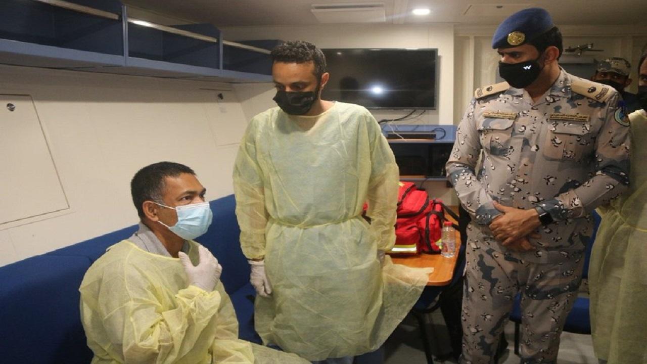 حرس الحدود يخلي بحاراً سريلانكياً على متن سفينة في مياه البحر الأحمر