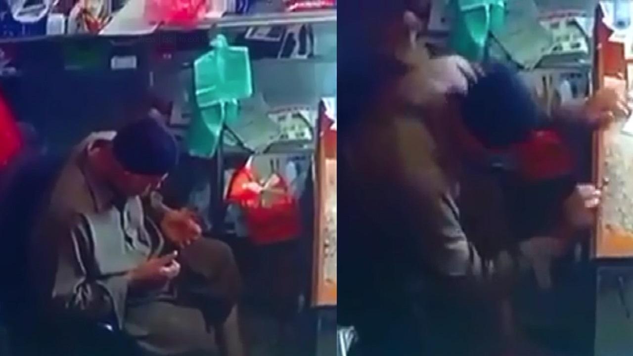 """عامل باكستاني يسبح الله قبل وفاته داخل محل في """"العيص"""" (فيديو)"""