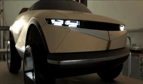 بالفيديو.. أبرز مواصفات أصغر سيارة كهربائية في العالم