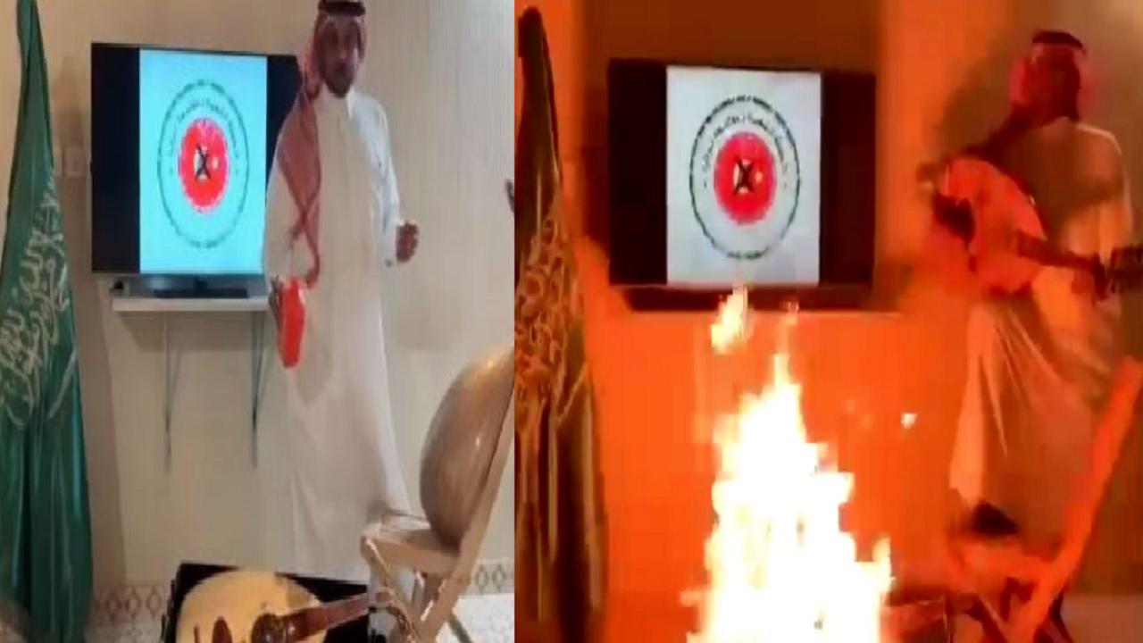 شاهد.. مواطن يحرق آلة موسيقية صُنعت في تركيا