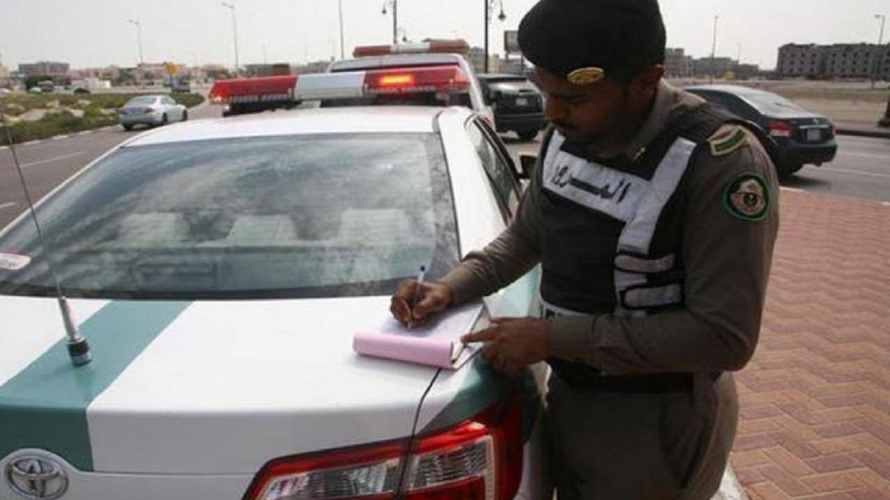 """""""المرور"""" توضح فترة السماح لتجديد استمارة السيارة بعد انتهائها"""