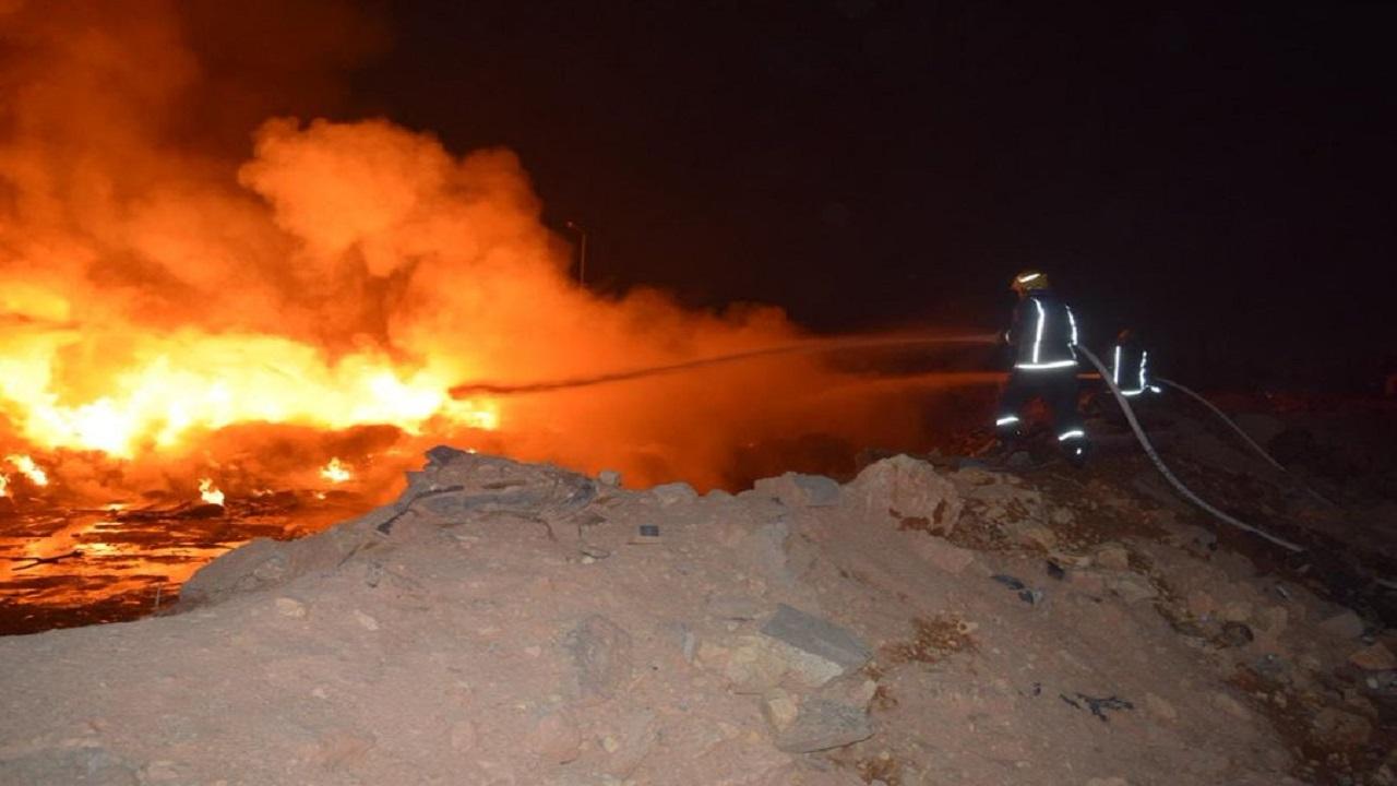 إندلاع حريق بمخلفات في حي أشبيليا بالرياض