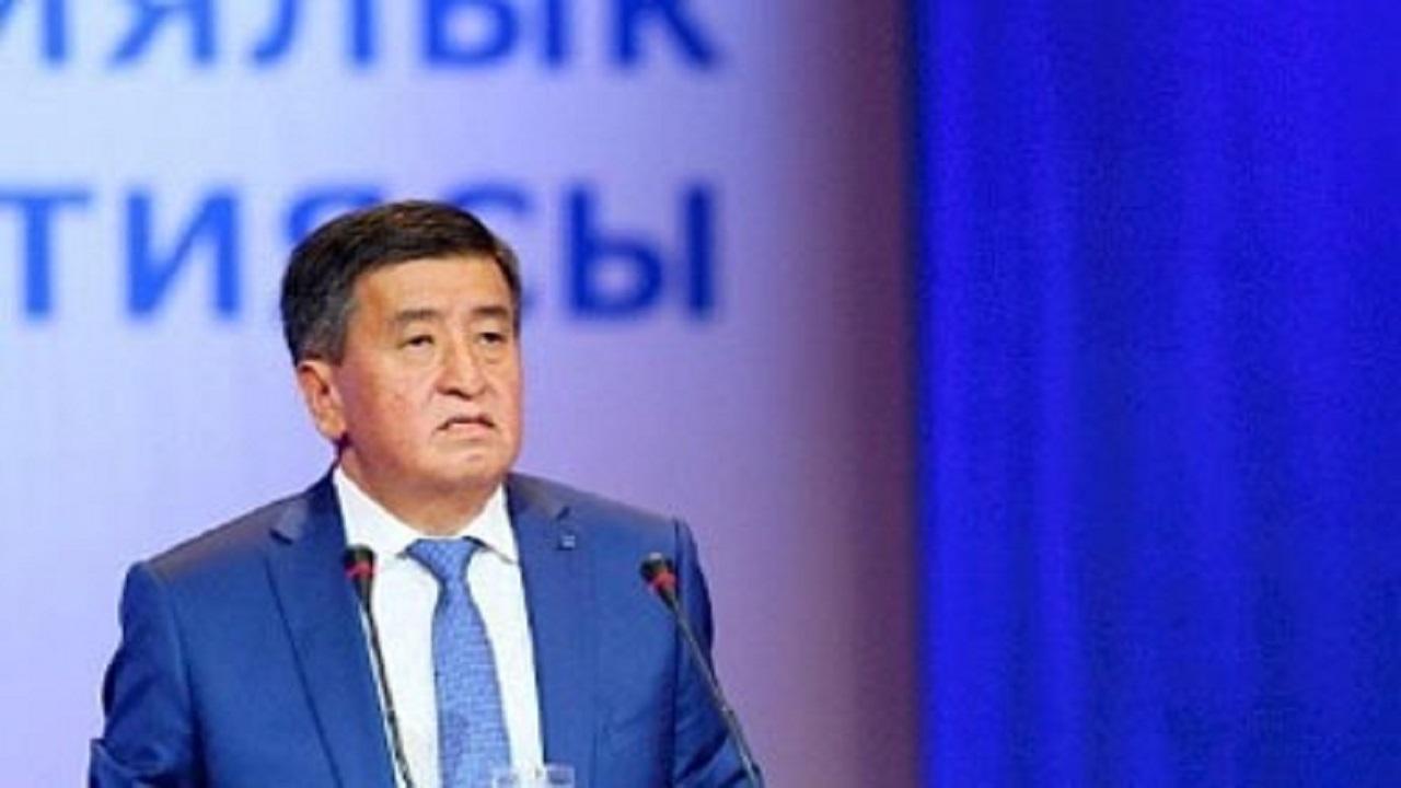 الرئيس القرغيزي يقدم استقالته بسبب العنف الذي تشهده بلاده