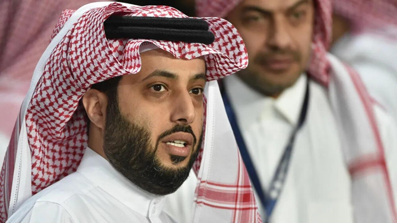 """آل الشيخ من أمريكا: """" الشيب غزا وأنا مو حاس فيه """""""