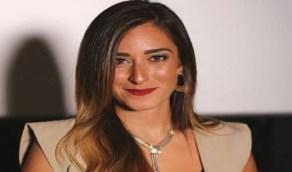بالفيديو.. موقف محرج لفنانة مصرية بسبب فستانها في مهرجان الجونة