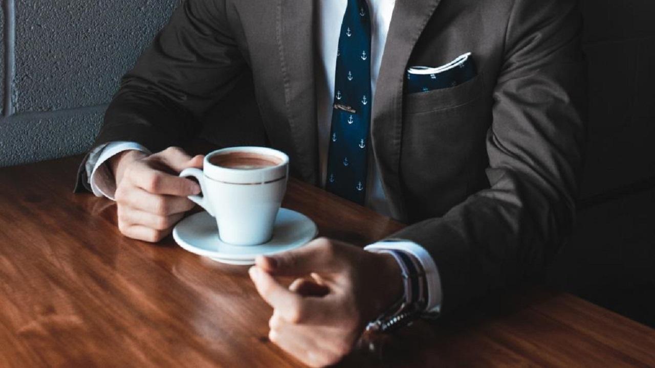 مختصون يحذرون من شرب القهوة على معدة فارغة