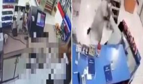 بالفيديو.. الإطاحة بمواطنين بعد اقتحام ثلاث متاجر وسرقتها تحت التهديد في الرياض
