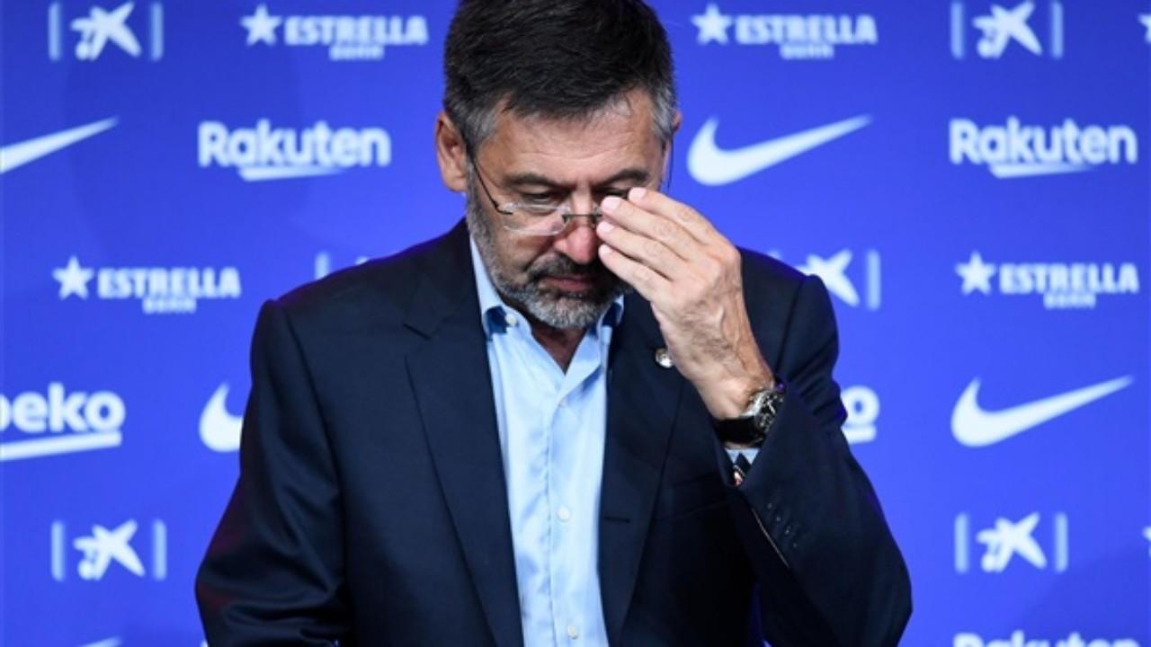 رئيس برشلونة يواجه موقفًا حرجًا بعد نجاح حملة سحب الثقة
