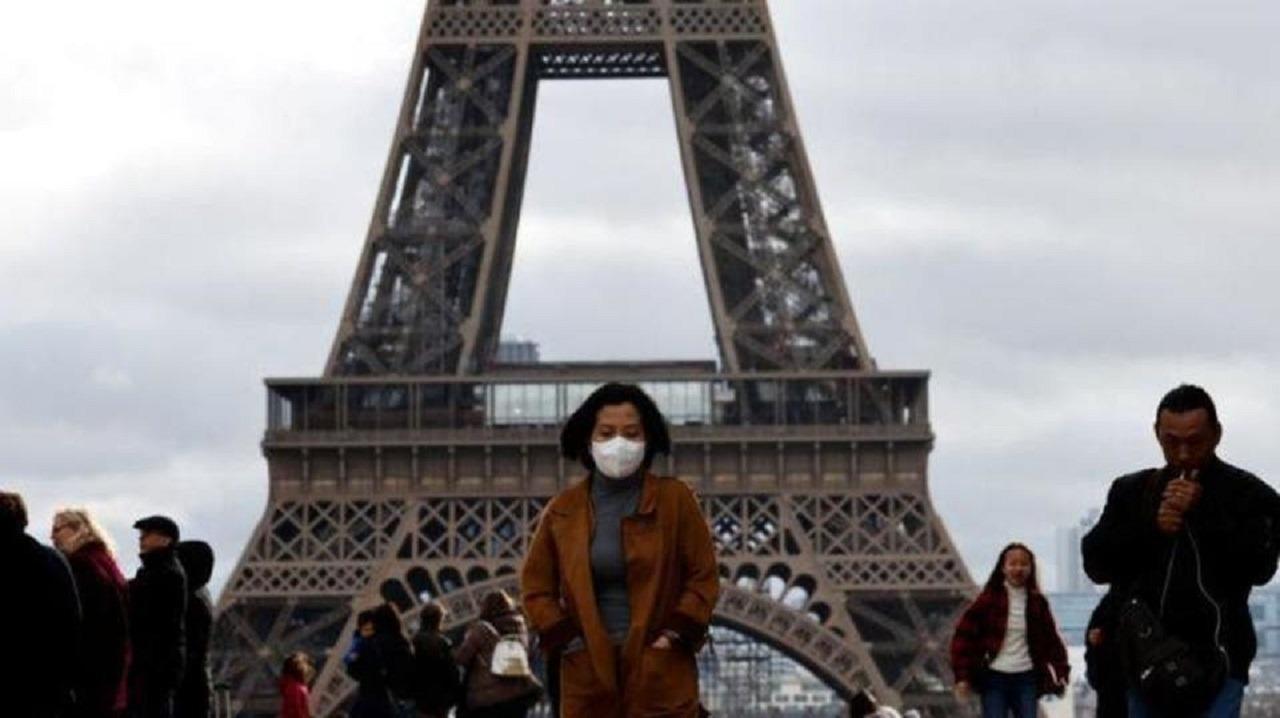 3 فرنسيات يلصقن رسوما مسيئة للرسول ﷺ