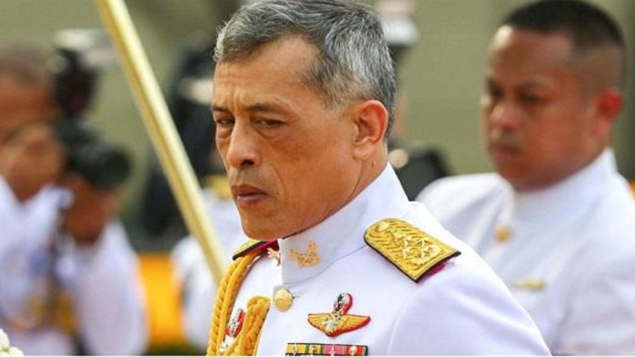 ملك تايلاند يذهب المستشفى سرًا بعد إصابة حارسه بكورونا
