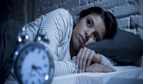 بالفيديو.. أسباب اضطراب النوم والعوامل المساعدة في ضبطه