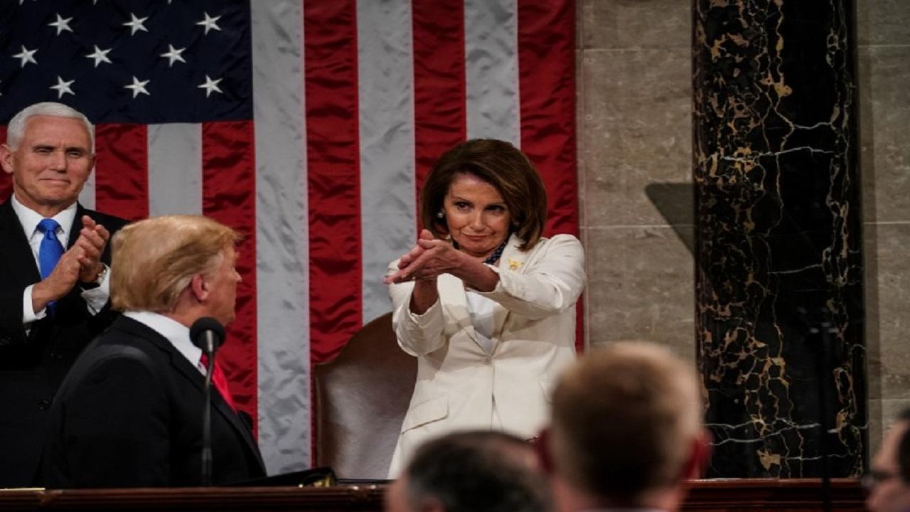 """""""ترامب"""" يحرج """"نانسي"""" ويذكرها بتصرفها الصادم في الصالون"""