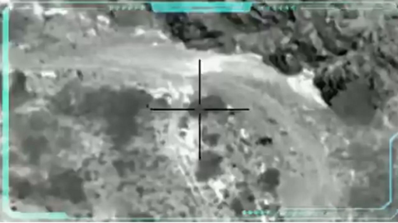 بالفيديو.. لحظة استهداف عناصر الميليشيا الحوثية في الجوف ومأرب
