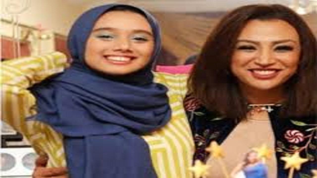 فنانة مصرية تعلق على التنمر عليها بسبب حجاب ابنتها: حجبوا ألسنتكم أولاً