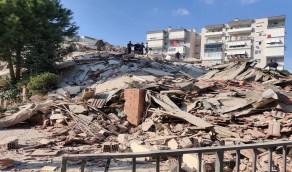 شاهد.. لقطات مروعة ومآساوية لـ«زلزال أزمير» من زاوية مرتفعة: «أشبه بالانفجار»