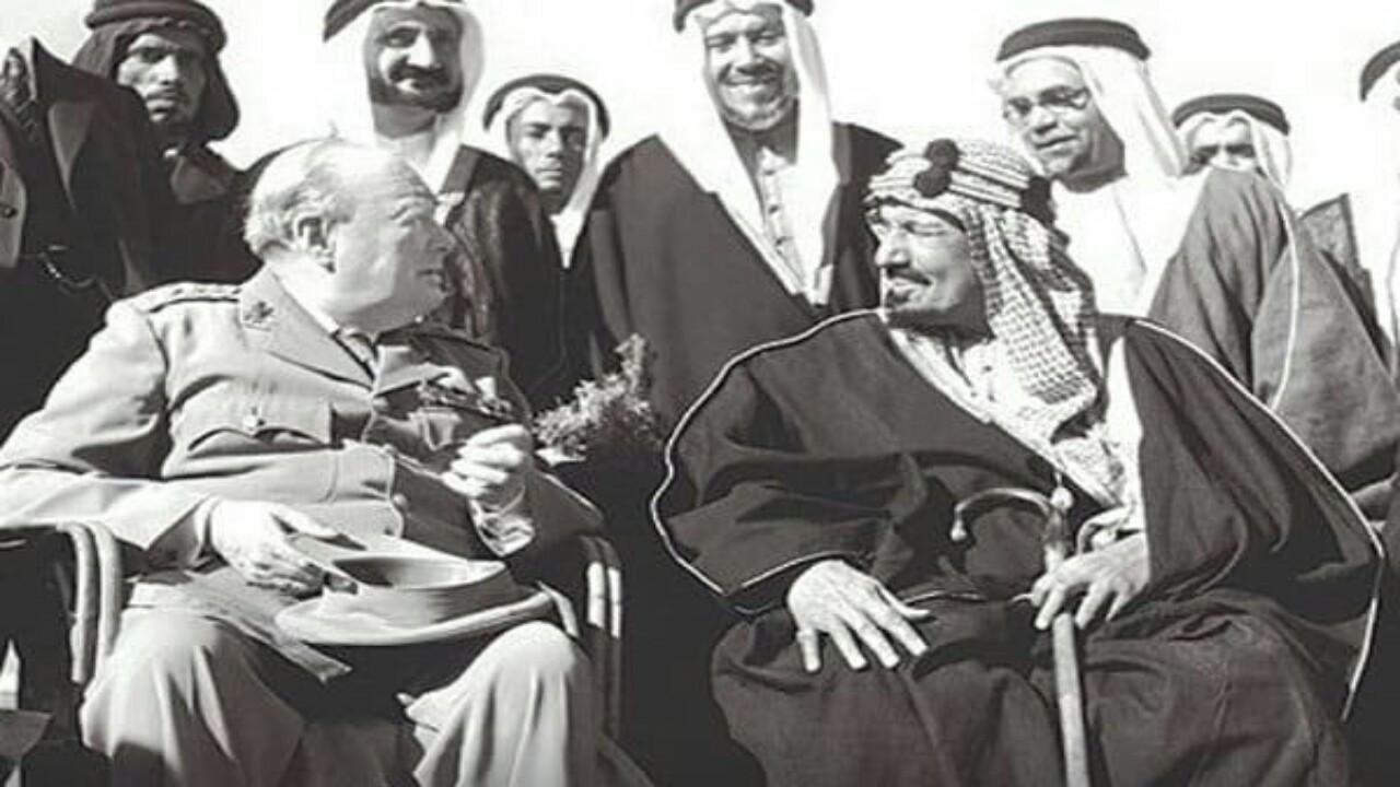 شاهد.. مقطع نادر للملك عبدالعزيز وتشرشل في الفيوم قبل 75 عامًا