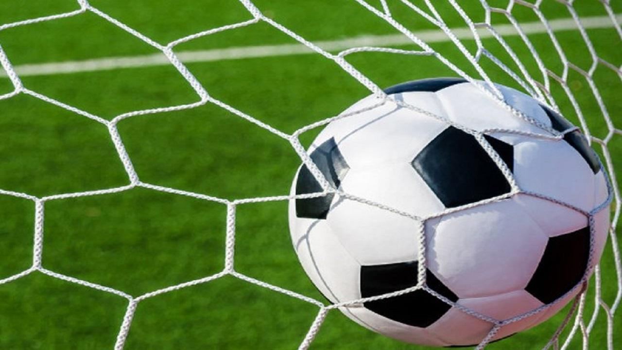 مقتل لاعب على يد زملائه بسبب خطأ دفاعي في مباراة وديةَ