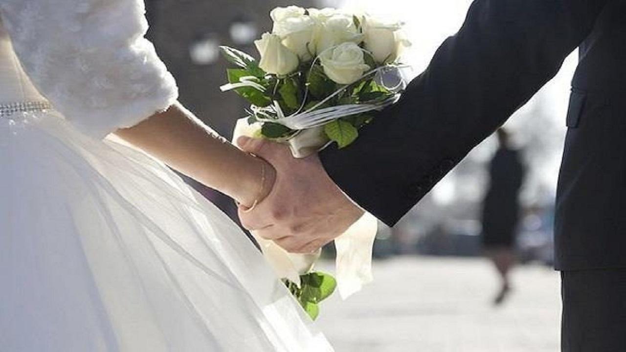 مصرع عروسين بعد ساعات قليلة من زفافهما
