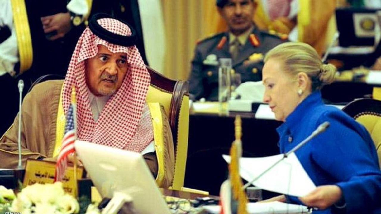 """إغلاق الأمير سعود الهاتف في وجه """"كلينتون"""" يتصدر المشهد..والأحمري: «العلاقة ليست تابع ومتبوع»"""