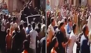 بالفيديو والصور.. سيارة تابعة لمرشح برلماني تدهس 5 أطفال أثناء الإحتفال به
