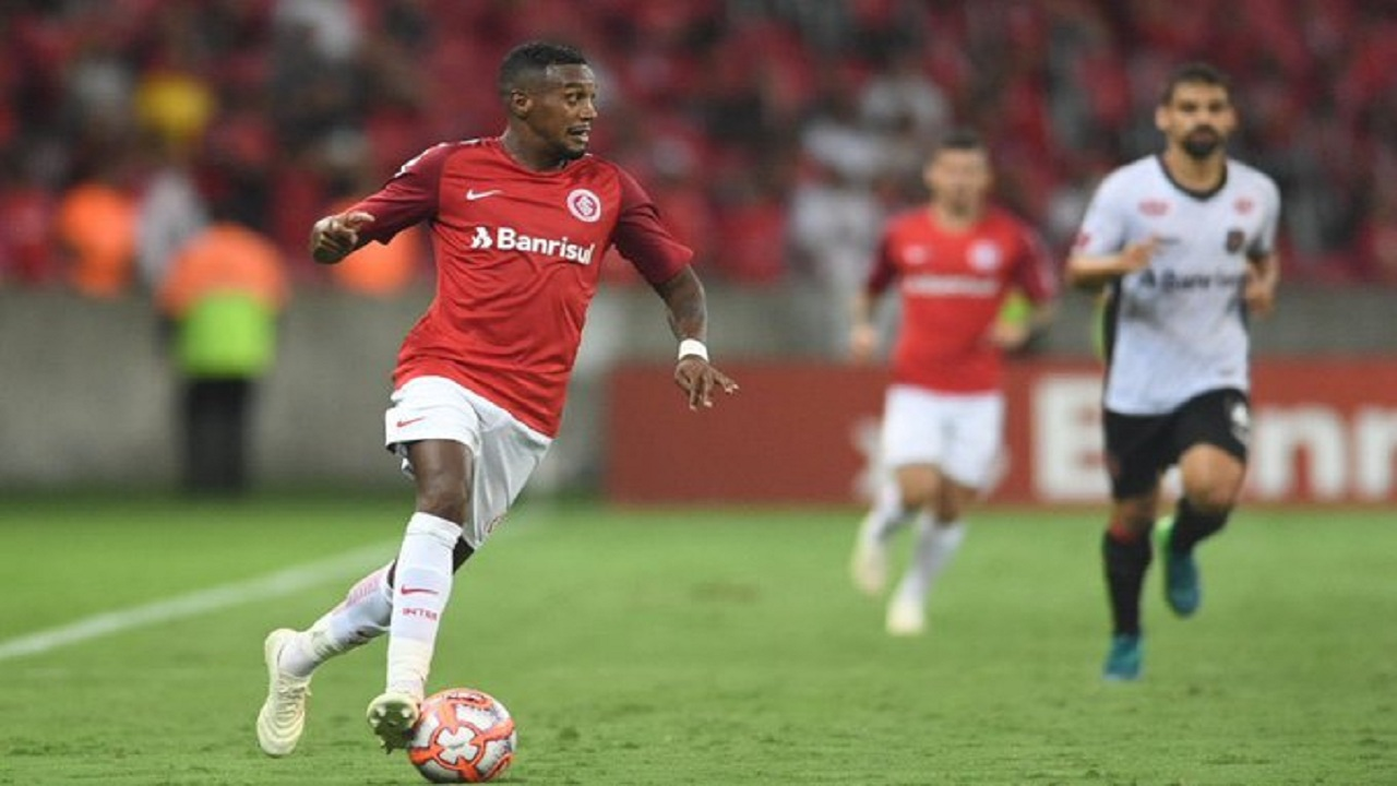 إنترناسيونال يرفض انتقال ادينلسون إلى نادي الاتحاد