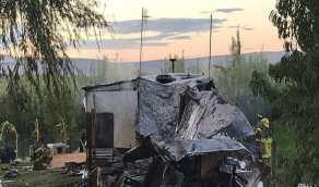بالصور.. رجل يشعل النيران في منزله أثناء محاولة التخلص من حيوان الراكون