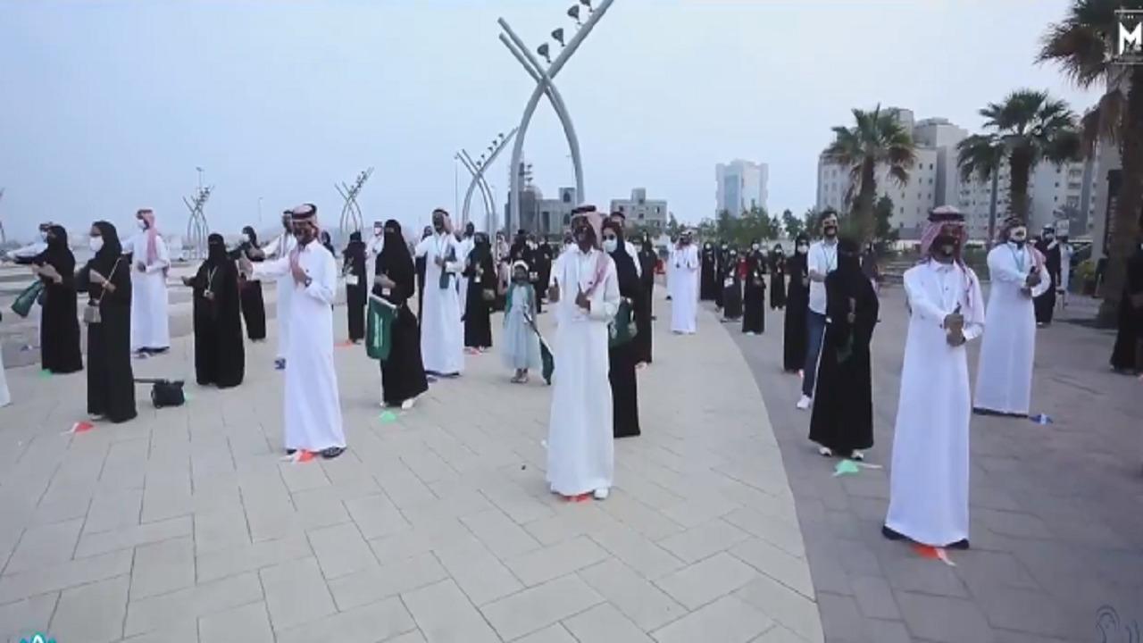 بالفيديو.. أكبر تجمع للنشيد الوطني بلغة الإشارة في جدة