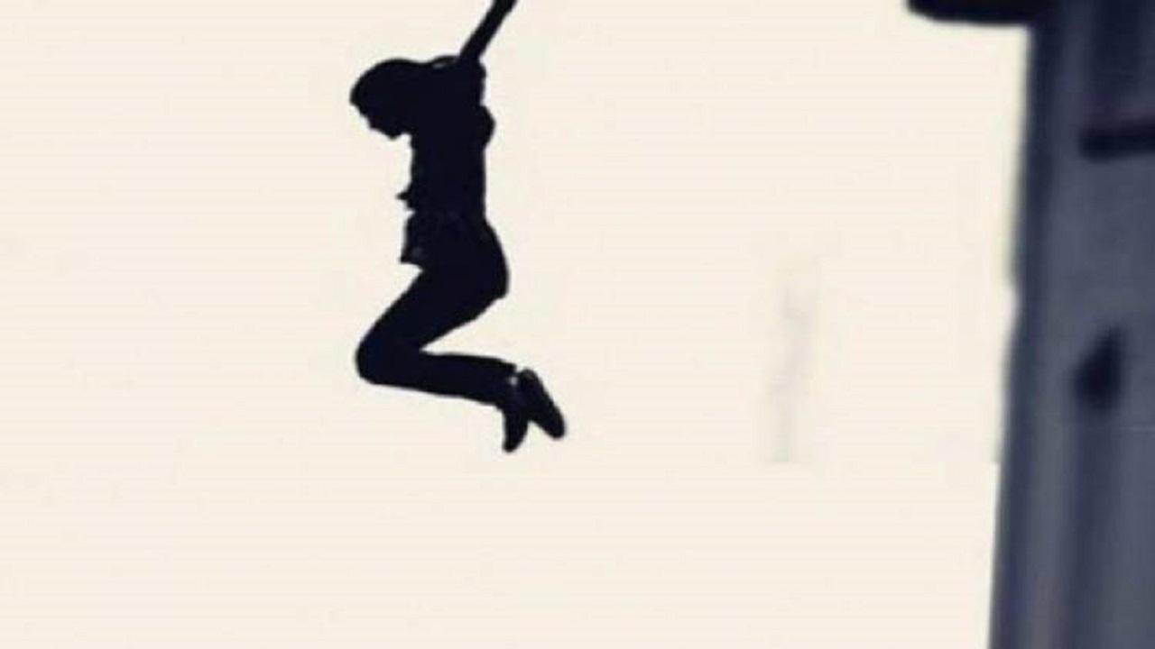 فتاة تقفز من الشرفة هربًا من تعنيف والدها