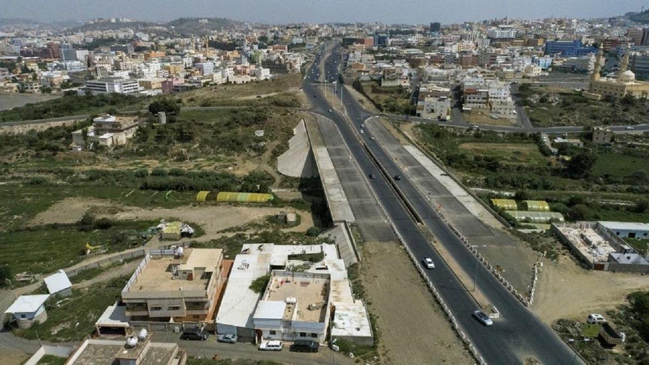 الأمير تركي بن طلال يعتمد تصاميم مشروع طريق الأمير سلطان في أبها