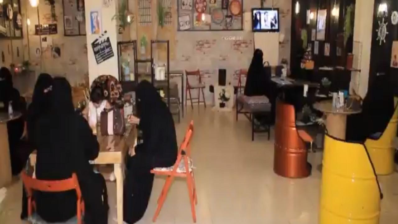 مواطنتان تفتتحان أول مطعم نسائي بالكامل في رفحاء (فيديو)