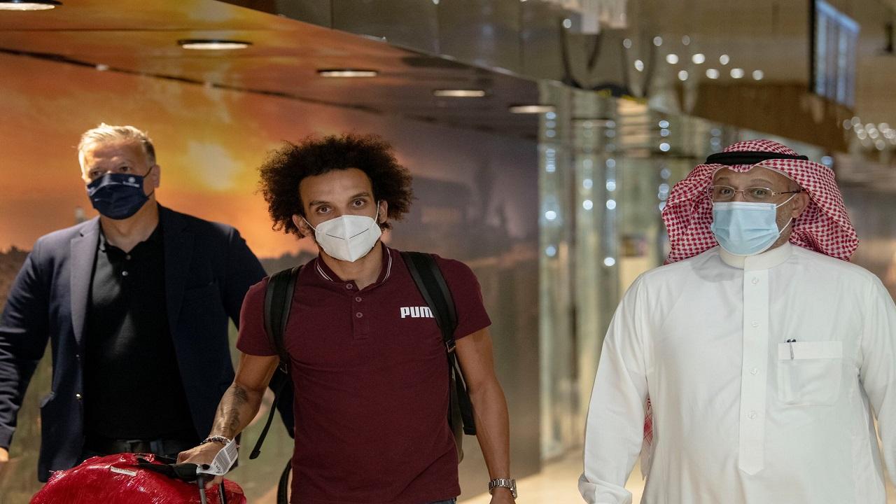 بالصور..لاعب الشباب فابيو مارتينيز يصل الرياض