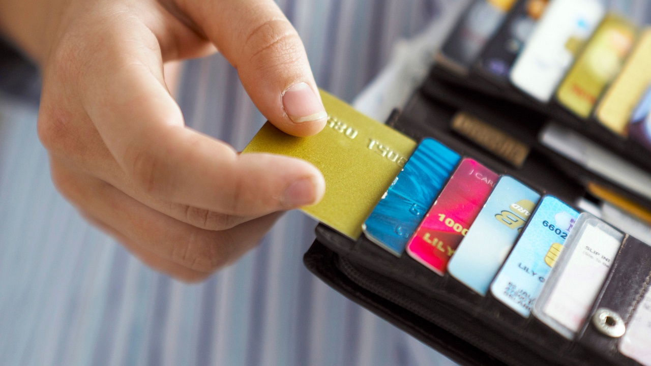 مخاطر قد تحدث عند استخدام البطاقة الائتمانية بطريقة غير مدروسة