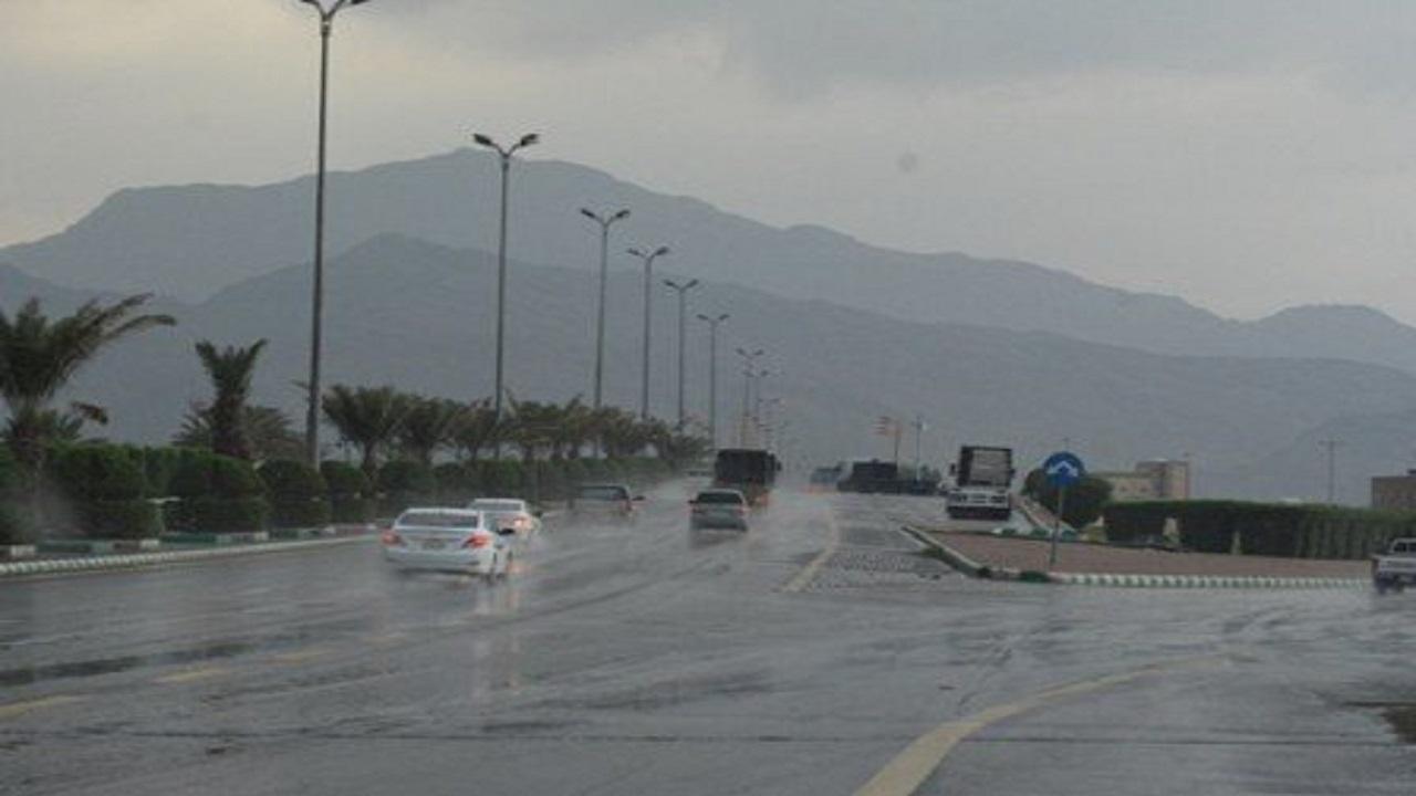 الأرصاد: هطول أمطار متوسطة إلى غزيرة على منطقة عسير