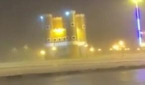 بالفيديو.. هطول أمطار غزيرة على الخرمة