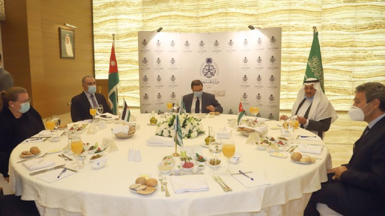سفارة المملكة في الأردن تعقد مائدة مستديرة ناقشت أبرز القضايا المزمعة على جدول أعمال قمة العشرين