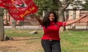 """بالفيديو.. رانيا يوسف ترقص بعلم الأهلي المصري:""""الثالثة شمال بتهز جبال """""""
