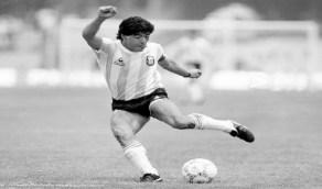 """وفاة أسطورة كرة القدم الأرجنتيني """" مارادونا """""""