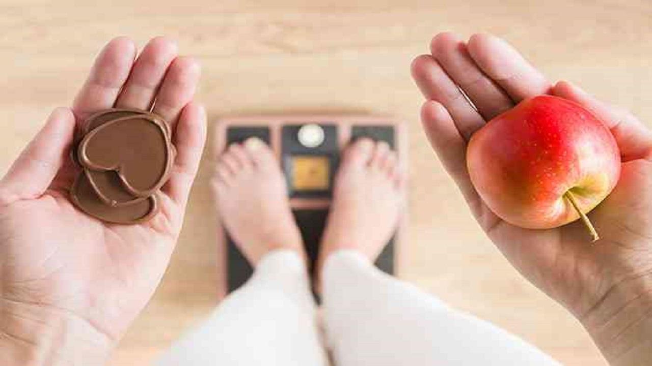 بالفيديو.. خبير تغذية يصحح معلومات خاطئة عن طرق إنقاص الوزن