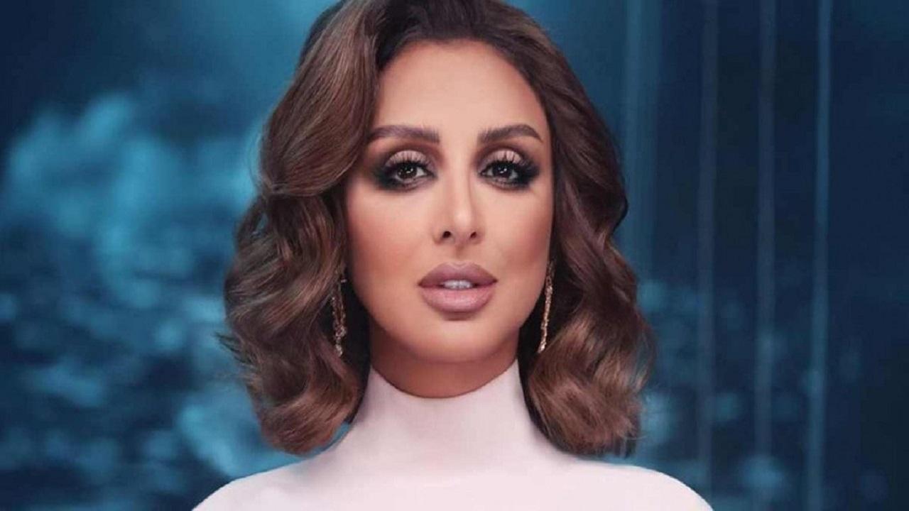 """إشادة وانتقادات لـ """"أنغام"""" بعد طرح ألبومها باللهجة الخليجية"""