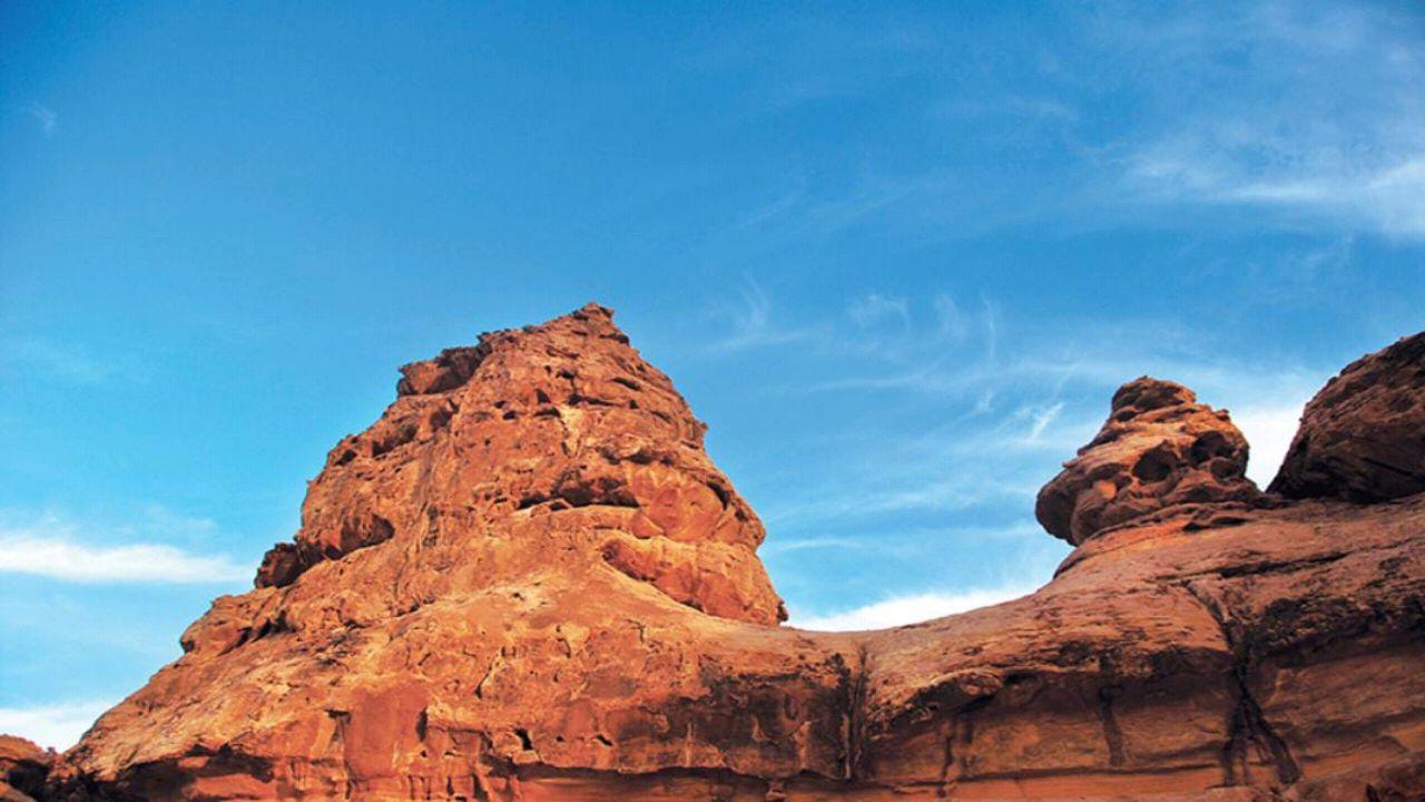نقوش صخرية في جبة والشويمس بحائل على شكل آدمي عمرها 10 آلاف سنة