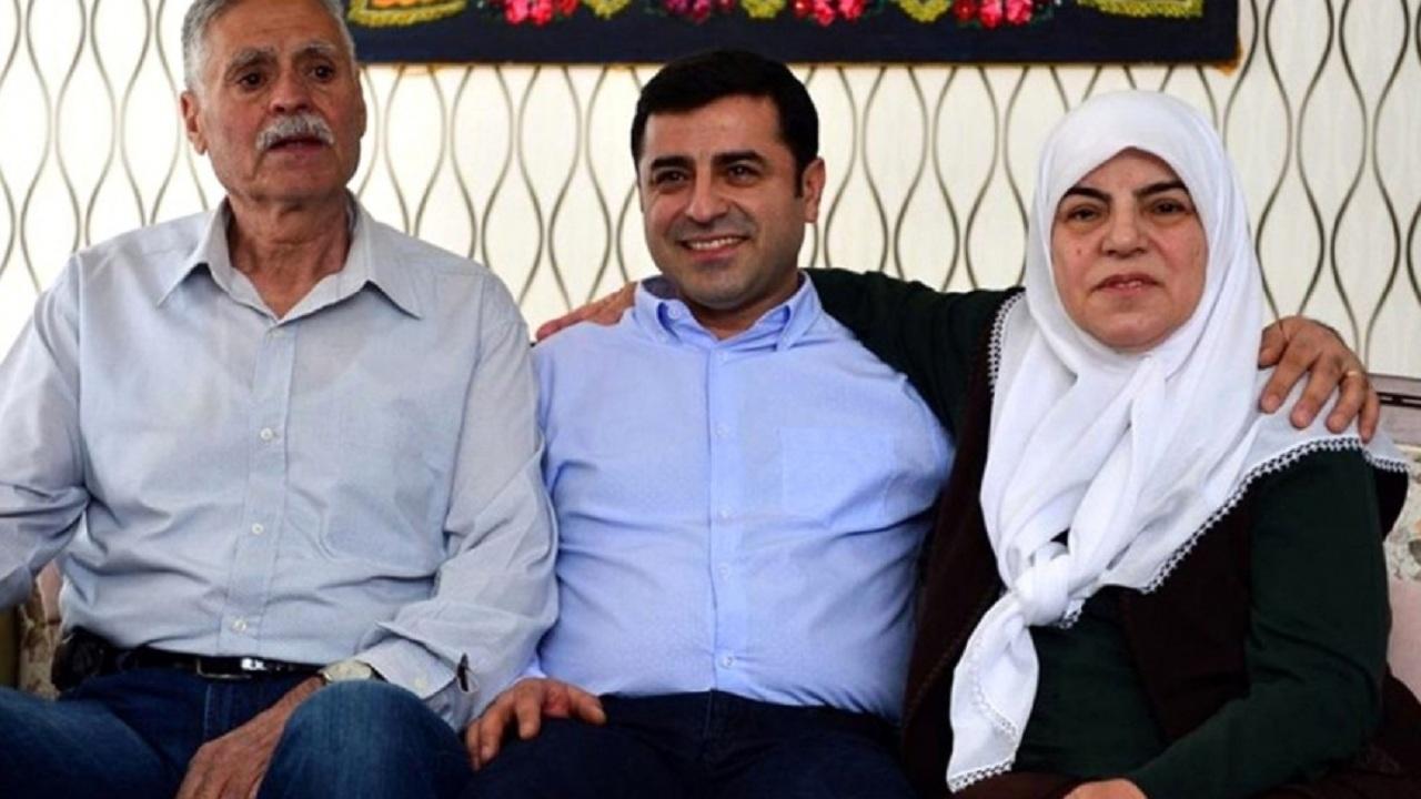 """والدة زعيم الكرد المعتقل: لن أسامحك ياعديم الرحمة  """"فيديو"""""""