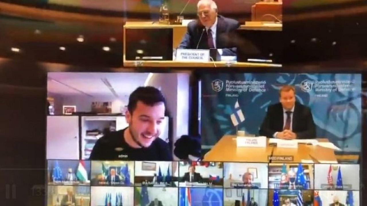 شاهد.. رد فعل وزراء دفاع الاتحاد الأوروبي عندما اخترق صحفي مؤتمراً سرياً لهم