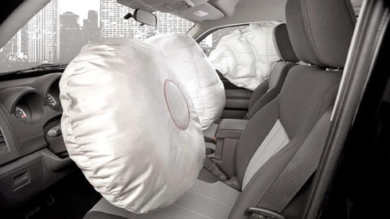 أشياء تجنب وضعها على التابلوه في السيارات المجهزة بأيرباج